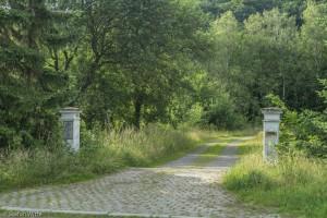 Über den alten Parkplatz führen die Wanderwege A1 und A4